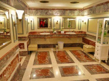 Historische Toilette GUM Moskau Bild 004 445x334 - Historische Toilette im GUM Kaufhaus Moskau