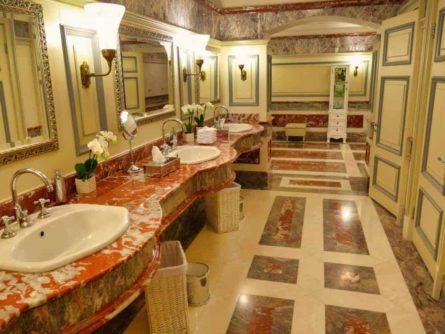 Historische Toilette GUM Moskau Bild 005 445x334 - Historische Toilette im GUM Kaufhaus Moskau