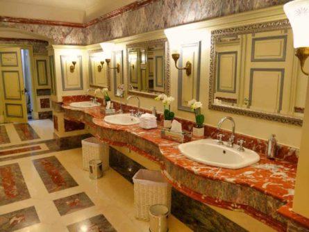 Historische Toilette GUM Moskau Bild 007 445x334 - Historische Toilette im GUM Kaufhaus Moskau