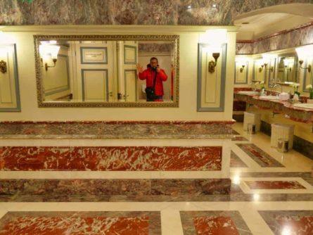 Historische Toilette GUM Moskau Bild 008 445x334 - Historische Toilette im GUM Kaufhaus Moskau