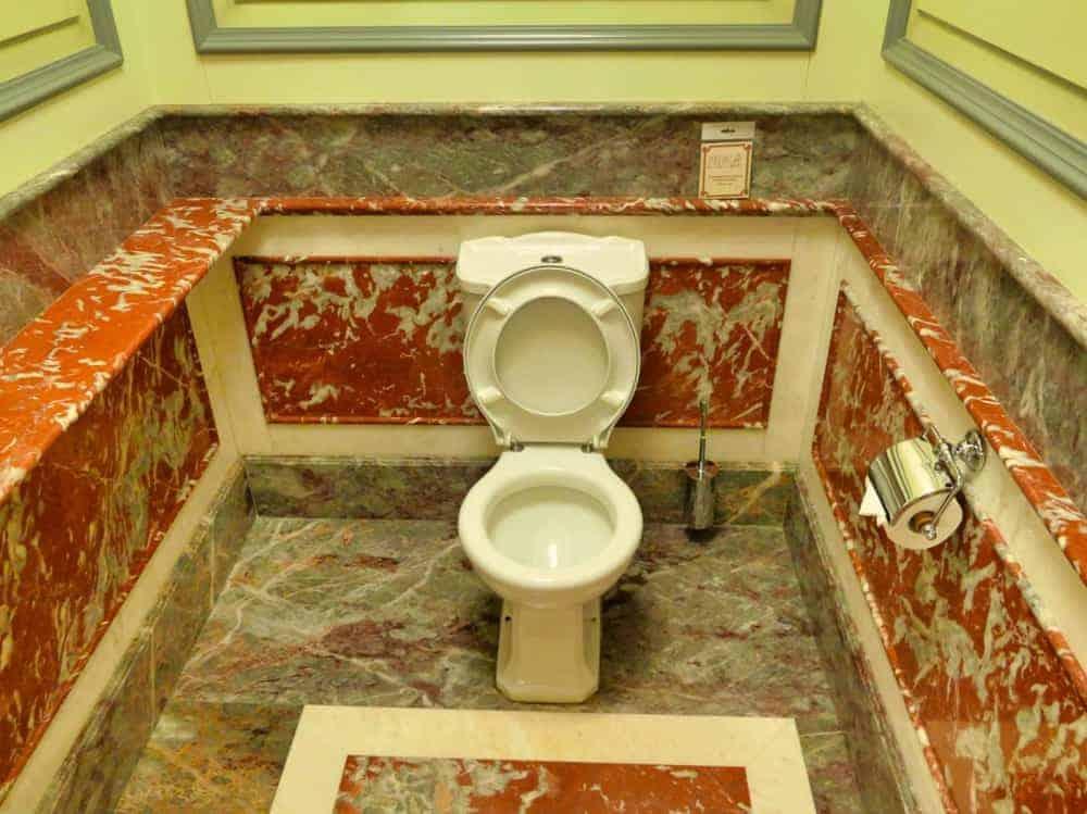 Historische-Toilette-GUM-Moskau-Bild-011