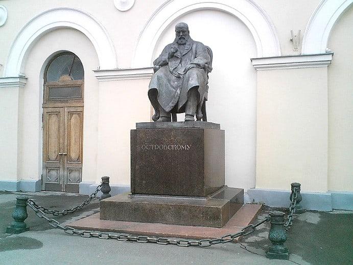 Alexander Ostrovsky Maliy theater - Denkmal Alexander Ostrovsky vor Maly-Theater