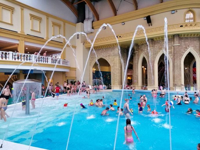 Karibiya-Aquapark-Hallenbad-Moskau-001